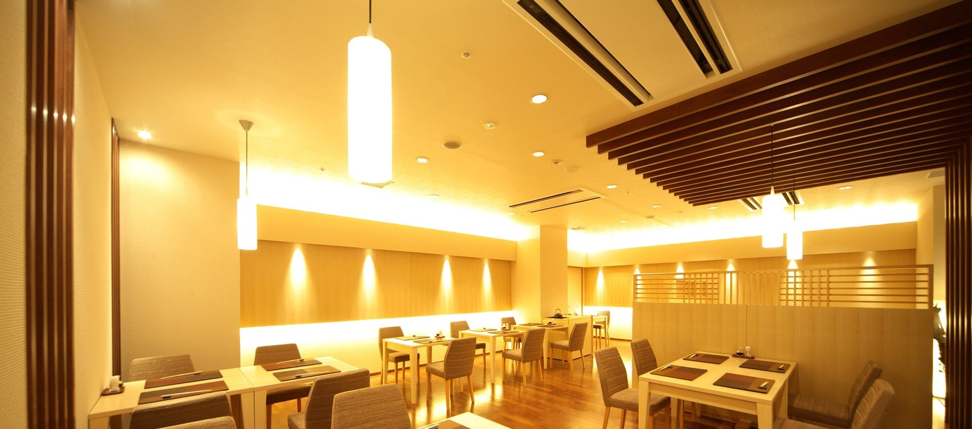 cafe_chairs_tables_lighting_room_39239_1920x1080